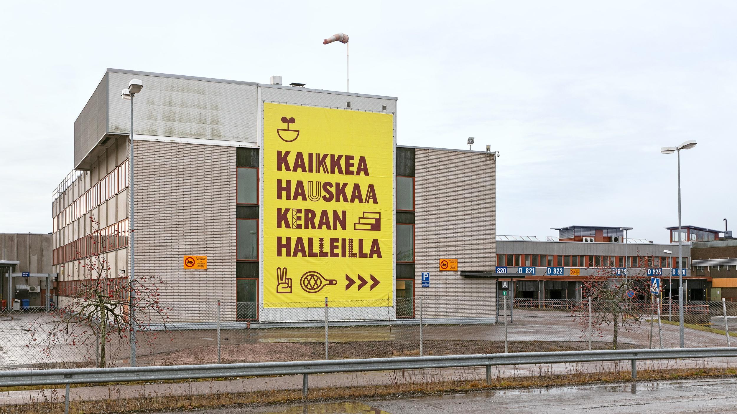 Keran Hallien iso banderolli, jossa näkyvät fontti ja piktogrammit