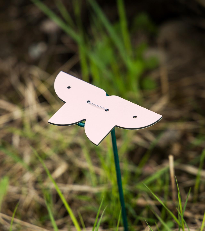 Pieni löydettävä perhospelin perhonen on hyvä kokemuksellinen keino