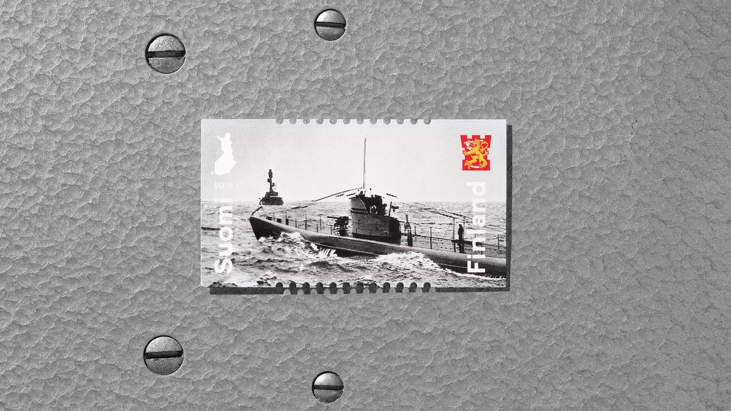 Postimerkki sai aiheensa Puolustusvoimien laitteista ja varusteista.
